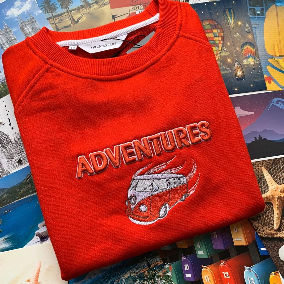 Свитшот с 3D вышивкой Adventures (красный)