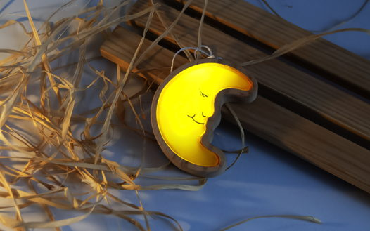 """Светодиодный фонарик из дерева """"Месяц"""""""