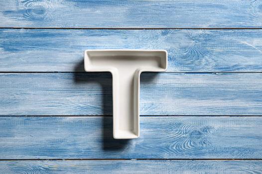 Керамическая буква Т