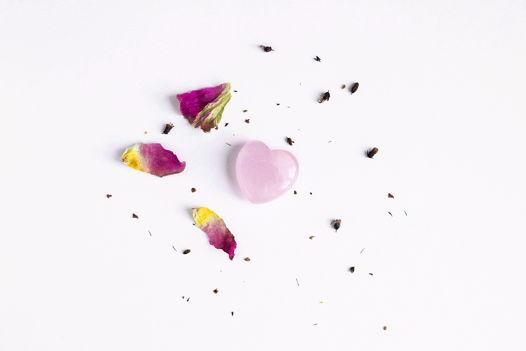 Сердце из розового кварца