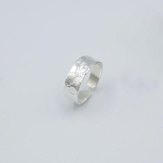 Серебряное кольцо на ногу Мятое