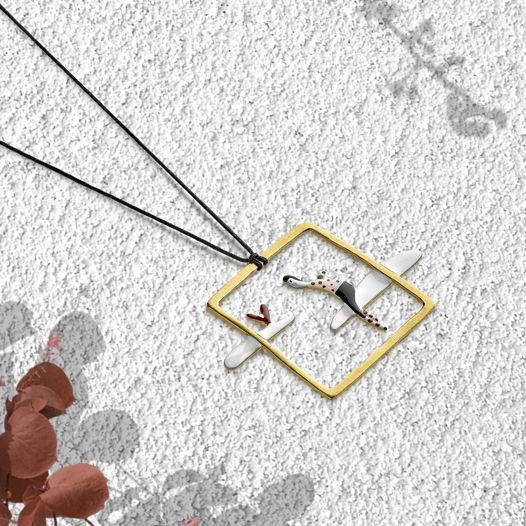"""Кулон на шнурке с серебряной застежкой """"Мечтатель в окне""""  (Арт. М-02)"""