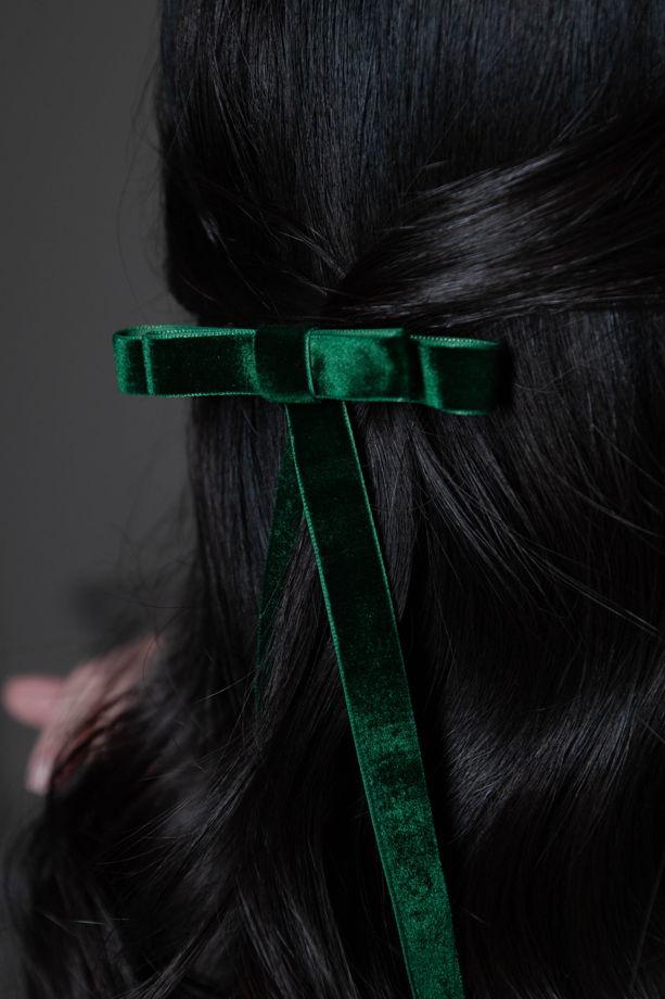 Бант-заколка для волос изумрудный из бархата