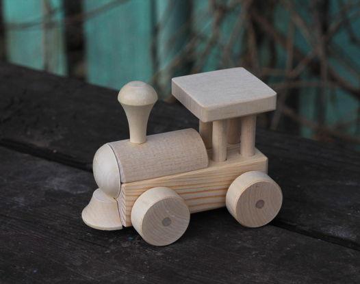 Деревянный игрушечный паровоз
