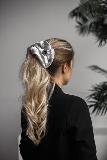 Резинка для волос GIANT из натурального шелка серебристая