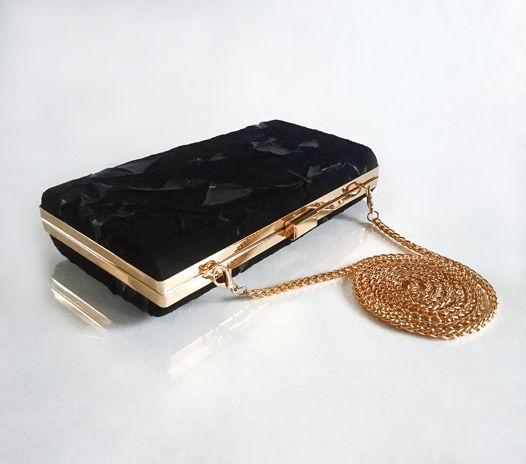 Клатч чёрный из фактурной замши с золотой фурнитурой