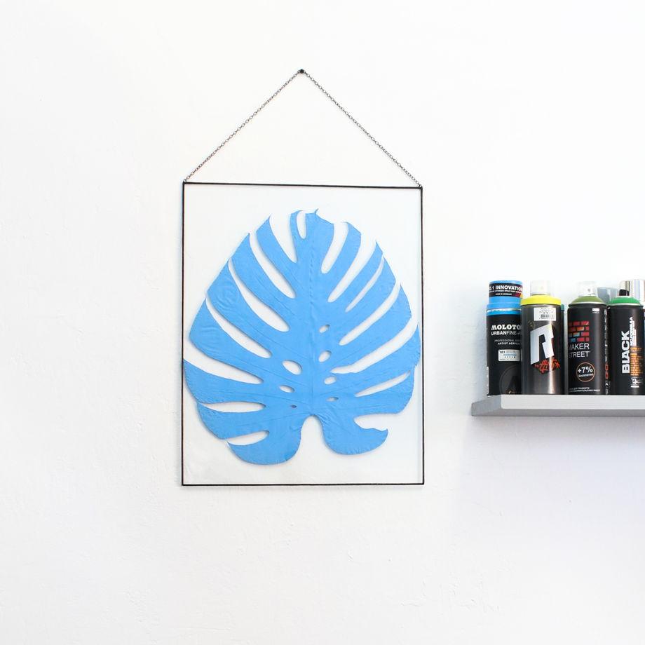 Большой настенный декор с листом тропической лианы монстеры в голубом цвете
