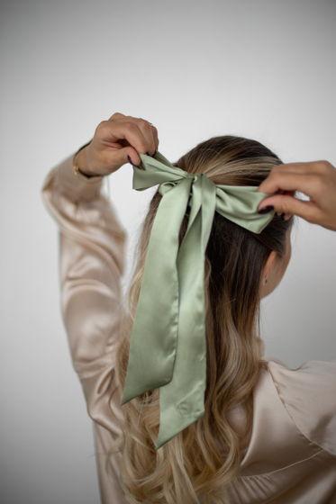 Резинка для волос из натурального шелка с бантом оливковая